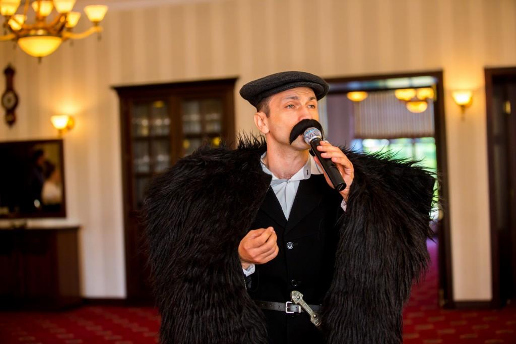 Ведущий Михаил Зинченко